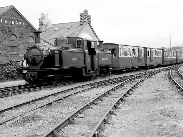 'Taliesin' arrives at Harbour Station in August 1960