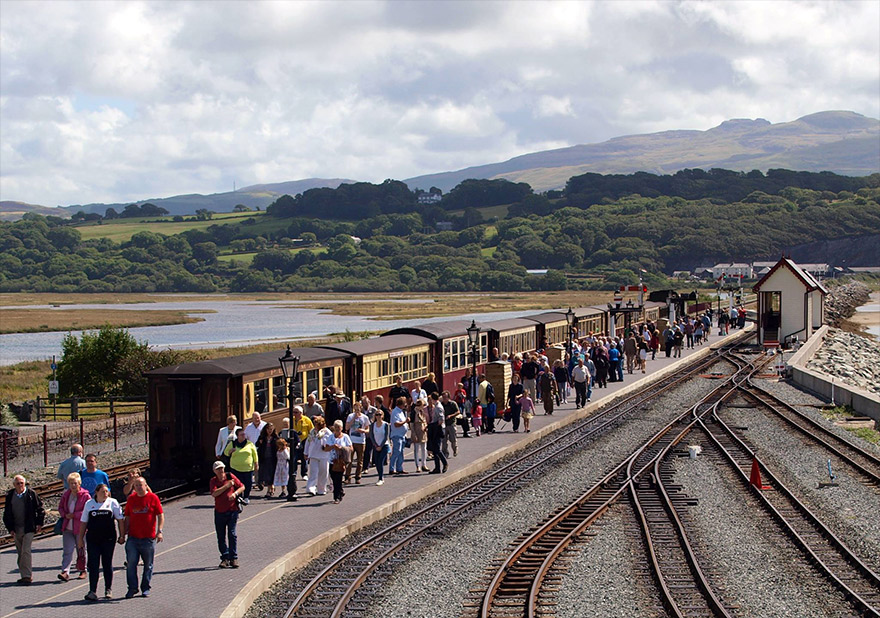 Passengers disembark at Porthmadog and head for a refreshing drink in the café